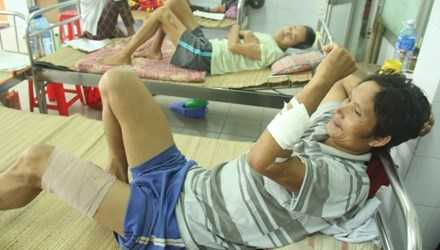 Anh Hồ Văn Ven đang được điều trị tại Bệnh viện Đa khoa Quảng Nam.