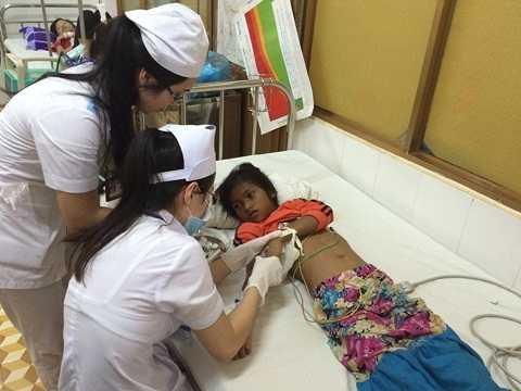 Nạn nhân còn lại đang cấp cứu tại bệnh viện Đắk Lắk. Ảnh : Thanh Hải