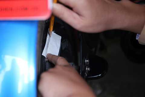 Lực lượng công an lấy số khung số máy để đưa vào hồ sơ