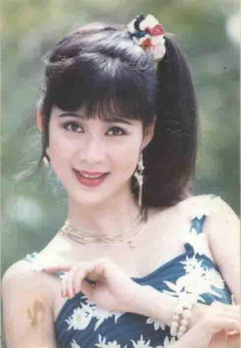 Gương mặt đường nét, diễn xuất nhẹ nhàng đã khiến khán giả một thời không thể quên được tên tuổi của Diễm Hương.