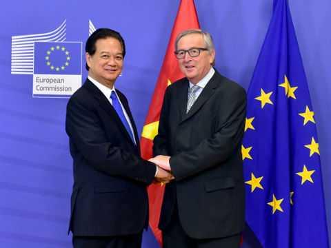 Thủ tướnghội đàm với Chủ tịch Ủy ban châu Âu Jean-Claude Juncker. Ảnh: VGP