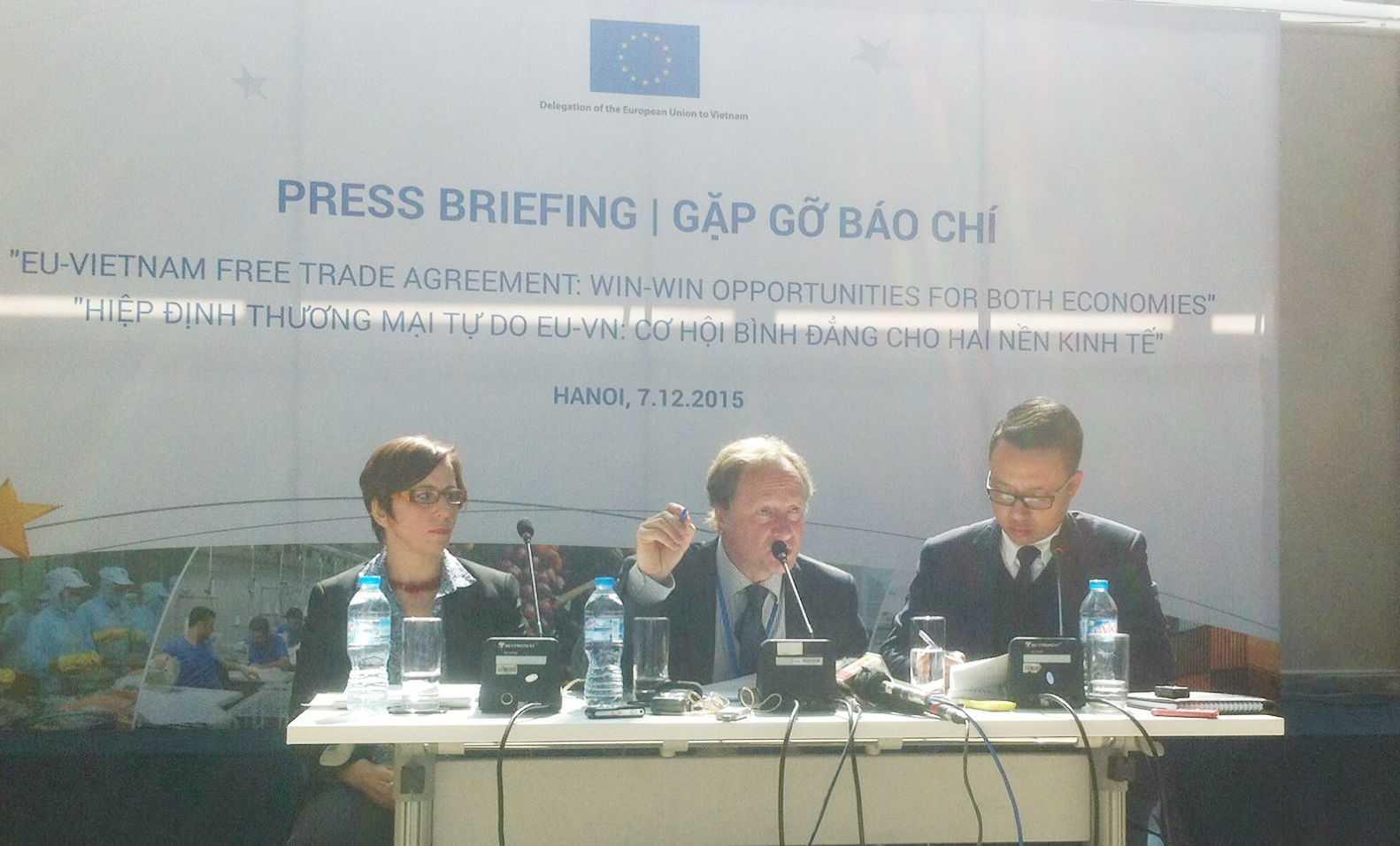 Phái đoàn EU tại Việt Nam cung cấp thông tin cho báo chí.