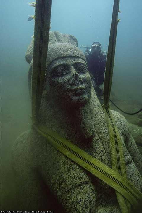 Hiện vật quan trọng được tìm thấy là bức tượng thần Hapy nặng 6 tấn được cho là có từ thế kỷ 4 TCN
