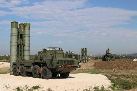 Hình ảnh hệ thống tên lửa phòng không S-400 của Nga hiện diện ở Syria