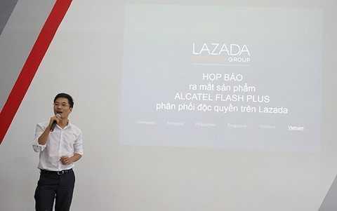 Đại diện Lazada phát biểu trong họp báo hợp tác cùng Alcatel