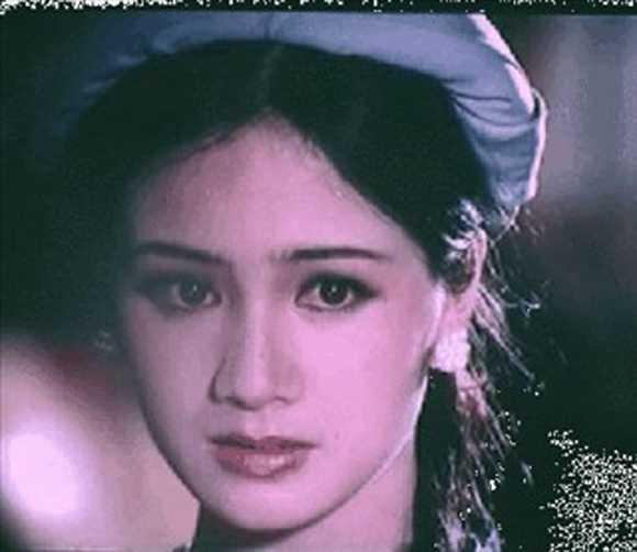 Sau đó, Thu Hà trở thành gương mặt được yêu mến với hàng loạt vai diễn thời kỳ thập niên 90. Nữ diễn viên được xếp hàng mỹ nhân của dòng phim mì ăn liền.