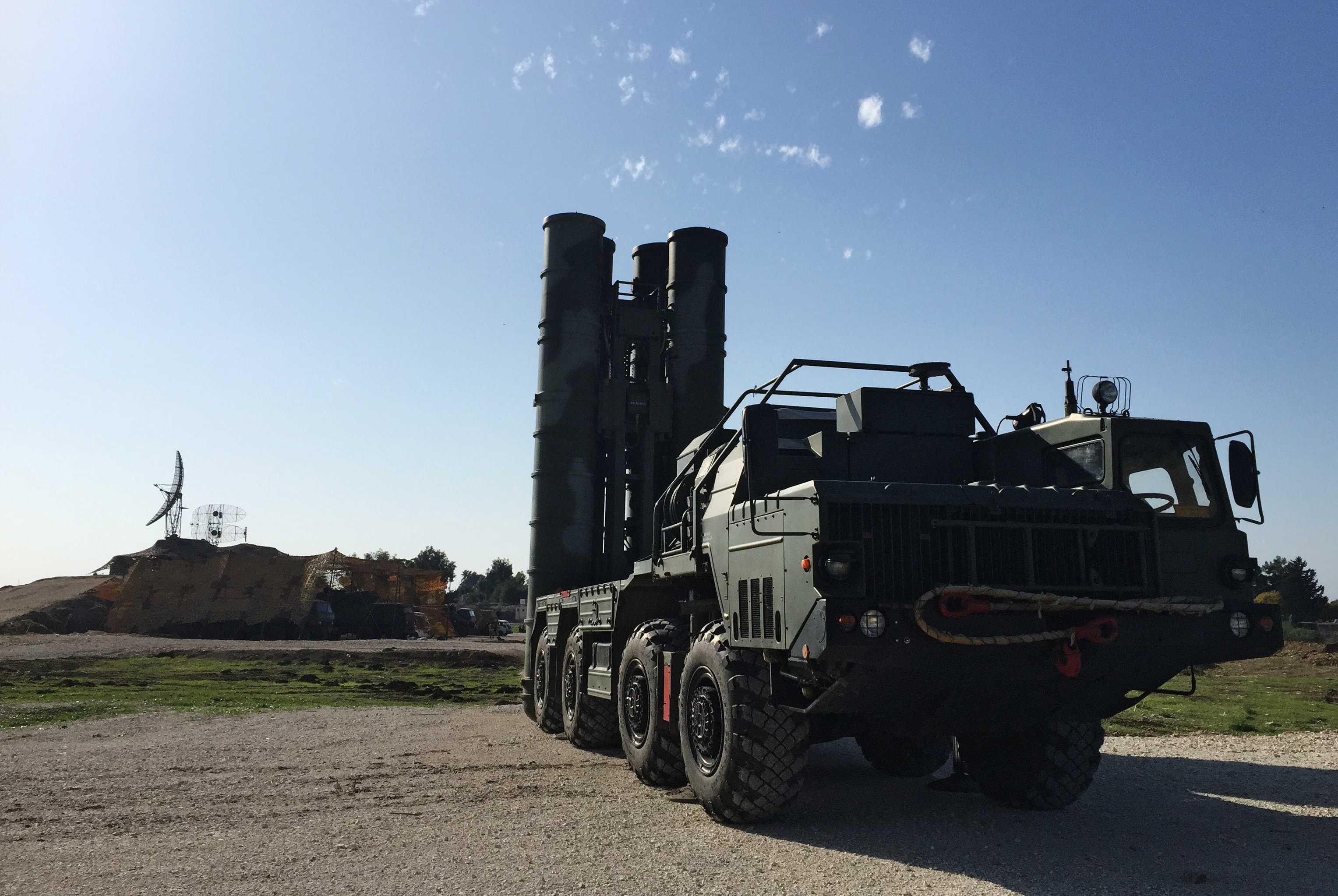 Tên lửa phòng không S-400 của Nga