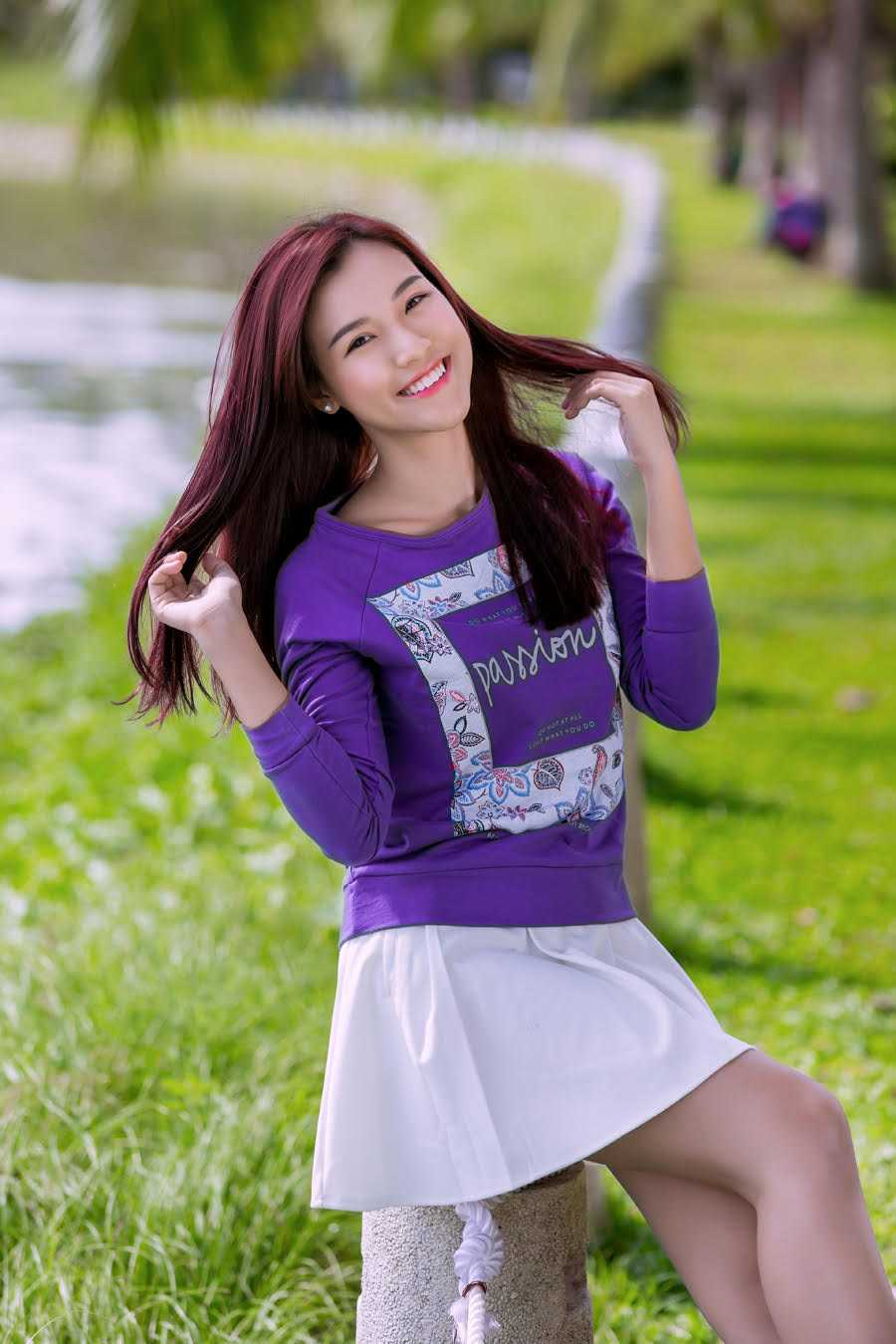 Theo Hoàng Oanh, mái tóc dài óng mượt giúp cô thêm tự tin khi bước ra ngoài vì không mất thời gian tạo kiểu cũng đủ để lại ấn tượng với người đối diện bằng vẻ nữ tính, dễ thương.