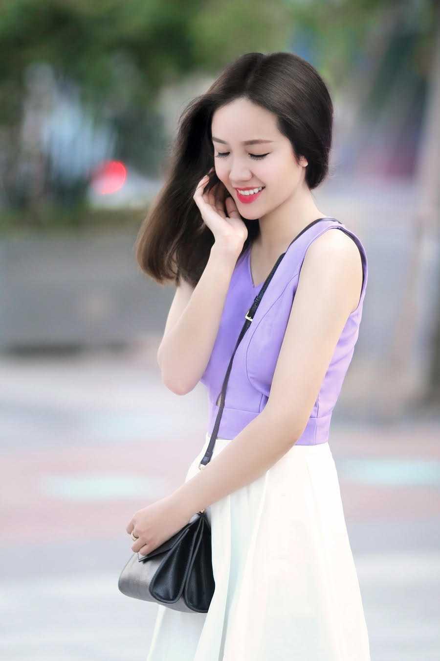 Tương tự Hoàng Oanh, Phương Ly - em gái nữ ca sĩ Phương Linh - cũng quyết trung thành với mái tóc dài và chưa từng nghĩ sẽ cắt tóc ngắn để phá cách.