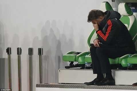Van Gaal buồn bã sau trân thua của MU