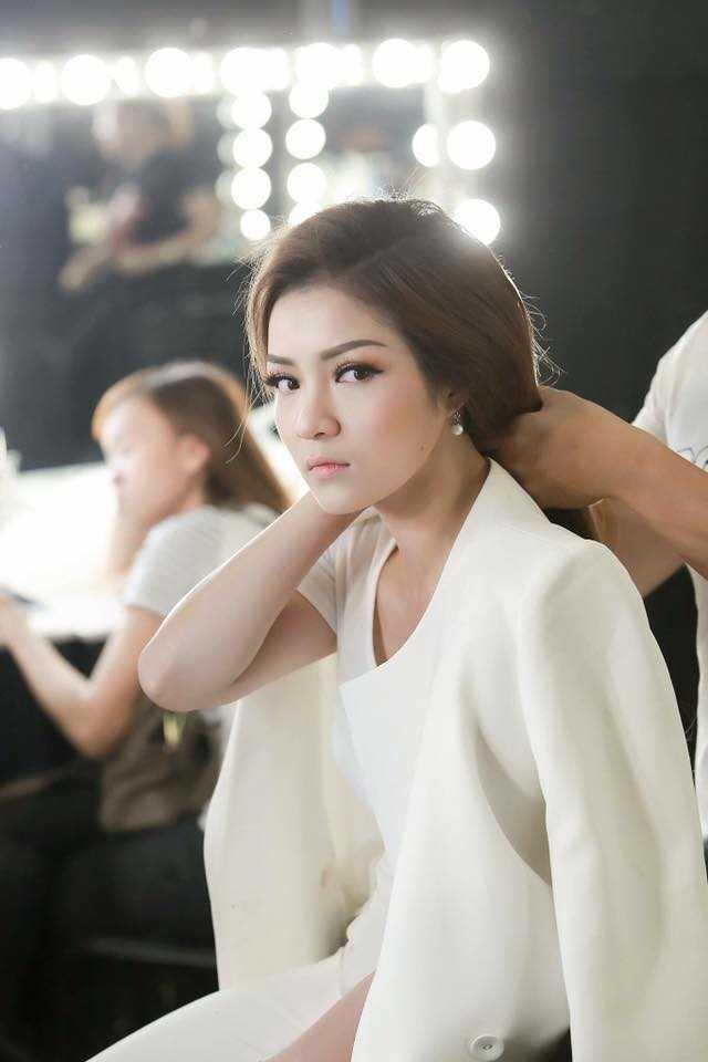 Người đẹp lôi cuốn trong một shoot hình đẹp.