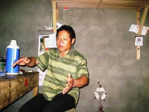 Trưởng thôn A Nối - Nông Văn Lài kể chuyện về hang nước.
