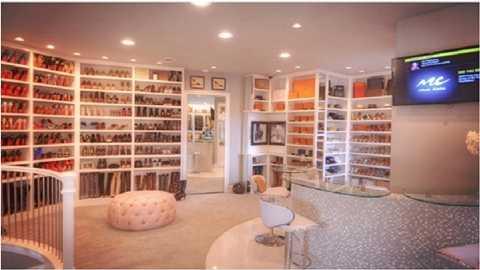 Tủ chứa trải rộng khắp nhà
