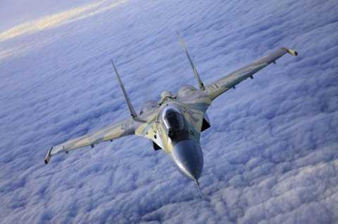 Máy bay chiến đấu Su-35 là phiên bản nâng cấp của máy bay chiến đấu Su-27 của Nga