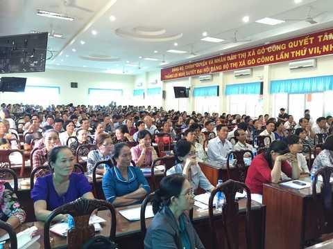 Đông đảo người tiêu dùng đến tham dự Hội thảo chăm sóc sức khỏe người cao tuổi do Vinamilk tổ chức tại Hà Nội