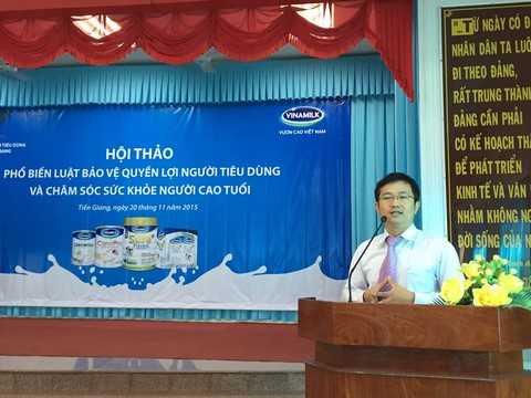 Bà Mai Thanh Việt – Giám Đốc Marketing ngành hàng sữa bột, Vinamilk giới thiệu các hoạt động của công ty với người tiêu dùng tại Tiền Giang