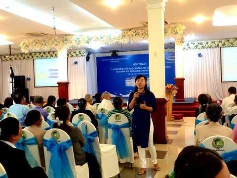 Bà Nguyễn Thị Mỹ Hòa – Trưởng ban nhãn hiệu, ngành hàng sữa bột, công ty Vinamilk chia sẻ những thông tin hữu ích của các sản phẩm dinh dưỡng dành cho người cao tuổi tại hội thảo