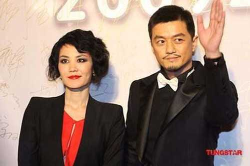 Vương Phi và Lý Á Bằng bên nhau 8 năm. Giờ,   Phi trở lại với Tạ Đình Phong khiến truyền thông cho rằng