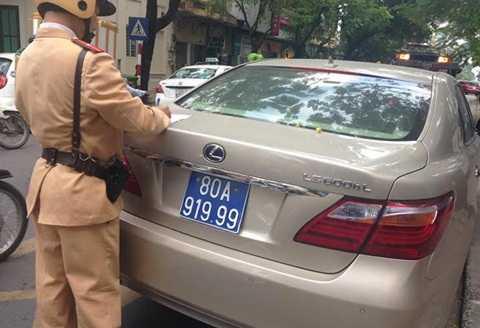 Hàng loạt xe ôtô đeo biển xanh  giả mạo xe của cơ quan nhà nước bị camera giám sát giao thông phát hiện