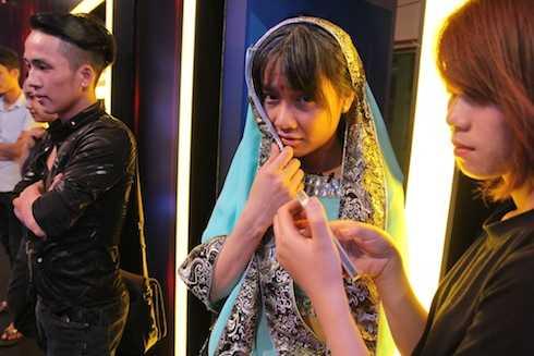 Cô diện trang phục Ấn Độ trong một tiết mục.