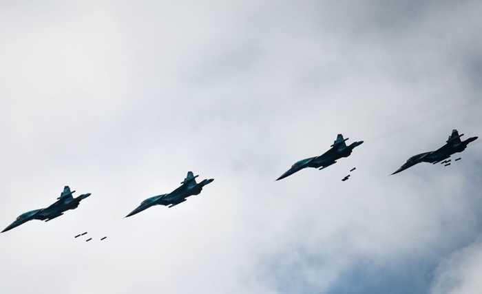 Trong khi đó, Su-34 cũng là một máy bay ném bom cực mạnh hiện nay