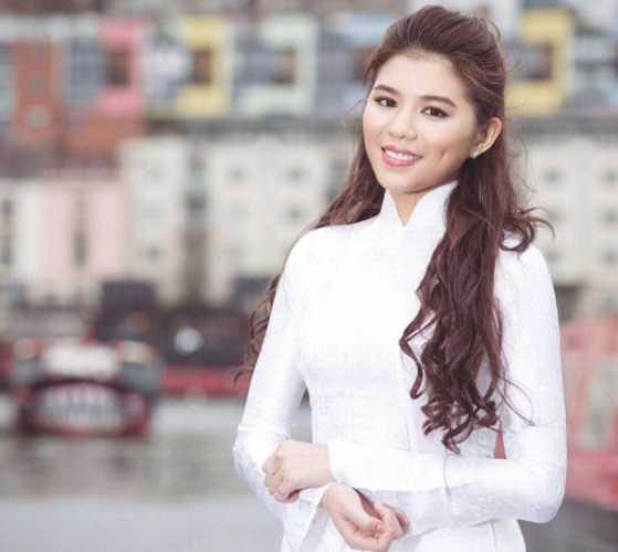 Nguyễn Cát Nhiên, sinh năm 1995, du học sinh trường University of the West of England, Vương quốc Anh. Nhiên cũng sở hữu chiều cao nổi trội 1,75m.