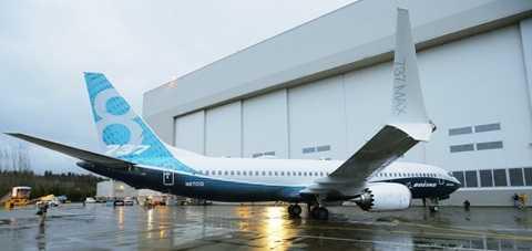 Với thế hệ máy bay này, Boeing đã thiết kế lại phần thân và cánh để giảm trọng lượng