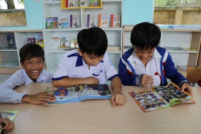 Nụ cười rạng rỡ nở trên môi học sinh trường Tiểu học B Hưng Phú.