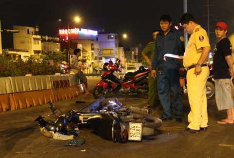 Cơ quan chức năng điều tra xử lý vụ tai nạn.
