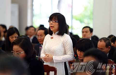 Theo đại biểu Nguyễn Thị Anh Đào cần cân nhắc việc xây thêm cầu qua sông Hàn