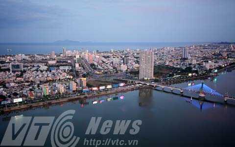 Tại phiên thảo luận giữa kỳ họp thứ 15, HĐND TP Đà Nẵng khóa VIII, nhiều ý kiến xoay quanh việc xây thêm cầu qua sông Hàn nhằm giảm áp lực giao thông đô thị.