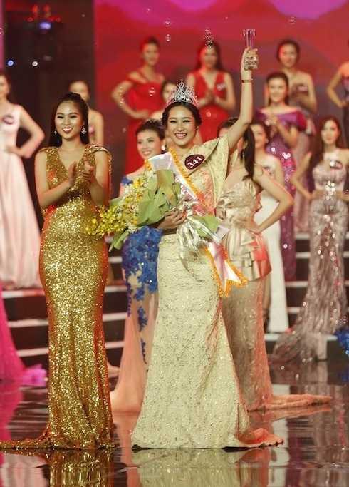 Đặng Mỹ Huyền đăng quang Hoa khôi Nữ sinh viên Việt Nam duyên dáng 2015.