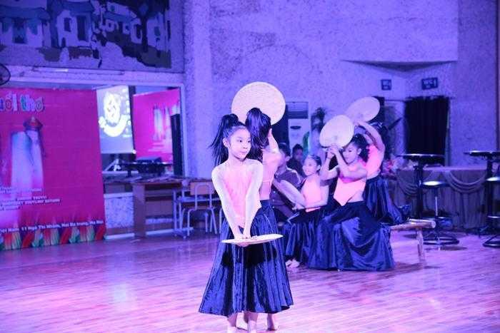 Nữ kiện tướng dancesport Chu Quỳnh Trang cho biết thêm: Chương trình sẽ mời đại diện đến từ các đại sứ quán, trung tâm văn hóa các nước để tạo cơ hội cho các vũ công nhí có được tấm vé tập huấn miễn phí ở nước ngoài theo chương trình giao lưu văn hóa, nhằm đưa tài năng Việt vươn lên tầm quốc tế và thu hút các vũ công chuyên nghiệp nước ngoài đến Việt Nam đào tạo miễn phí cho các em.