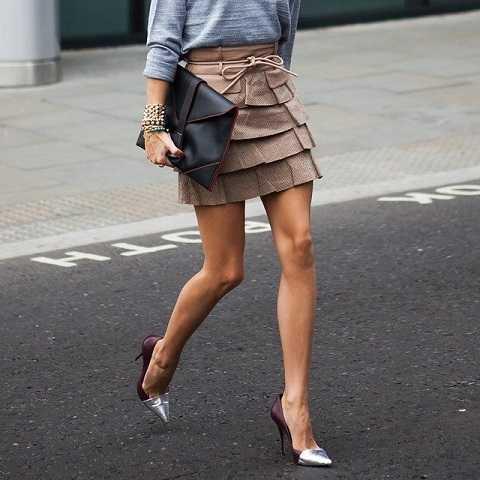 Giày cap-toe làđiểm nhấn rất đặc biệt cho đôi chân của phái nữ, bởi phần mũi giày nhỏ có tông màu khác biệt với toàn bộ phần còn lại sẽ tạo cảm giác khiến chân bạn trở nên nhỏ nhắn và dài hơn.