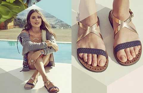 Những đôi dép kẹp, sandals metallic đế thấp đơn giản đi cùng quần áo thường ngày cũng làm cho bạn thêm phong cách. Chúng thu hút sự chú ý và làm sáng đôi chân của bạn.