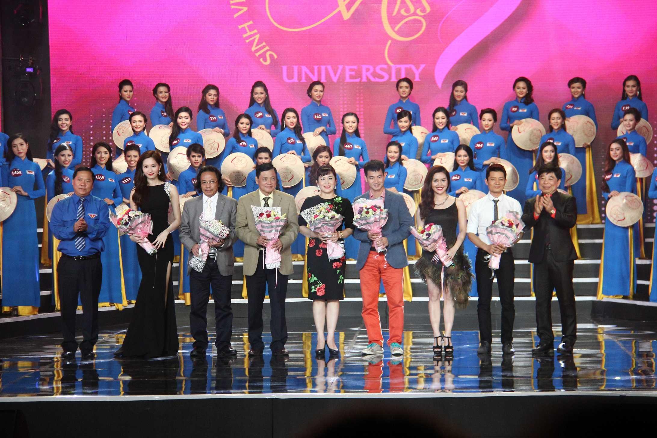Ban tổ chức và nhà tài trợ cuộc thi Nữ sinh Việt Nam duyên dáng 2015.