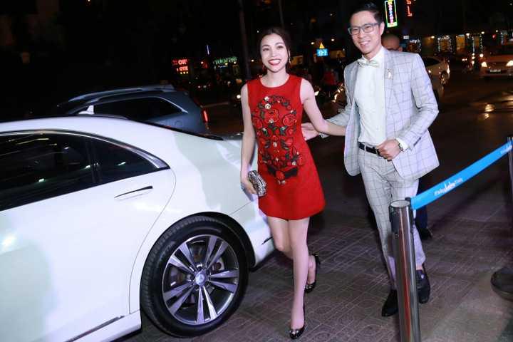 Người đẹp họ Trà và nam MC điển trai đã chính thức bắt tay hợp tác với JNU Global, công ty giải trí nổi tiếng của Hàn Quốc. Cặp đôi đã tay trong tay tham dự sự kiện ra mắt.
