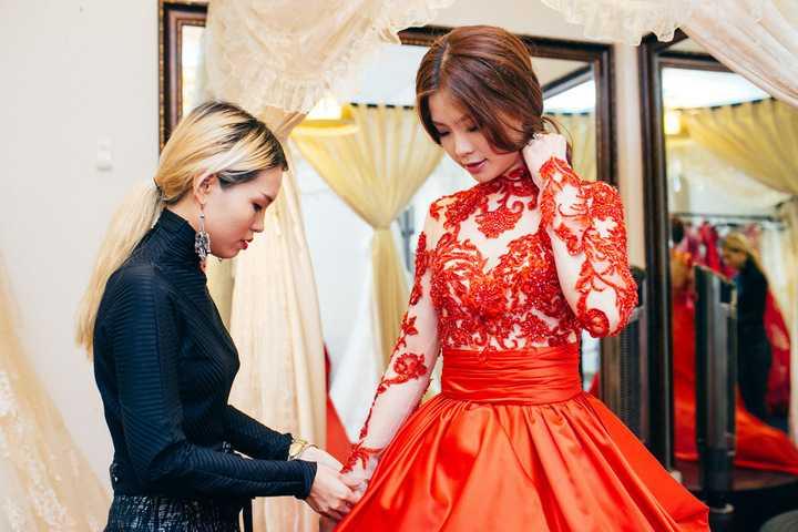 Diễm Trang cho biết, cô đang lựa chọn một mẫu váy cưới cho hôn lễ được diễn ra tại quê nhà Vĩnh Long.