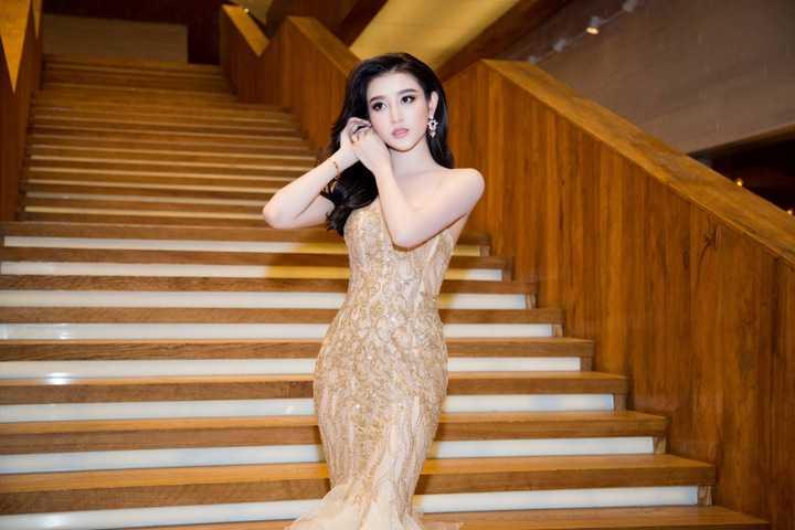 Mới đây, cô gây nhiều chú ý khi sang Myanmar tham gia diễn xuất trong