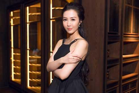 Thuỳ Trang thử sức trong lĩnh vực kinh doanh.