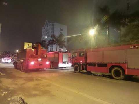 Xe cứu hỏa đến hiện trường chữa cháy