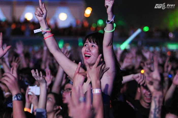 Trong đó có những khán giả rất cuồng nhiệt và hết mình với âm nhạc mà DJ số 1 thế giới đem lại - Ảnh: Tùng Đinh