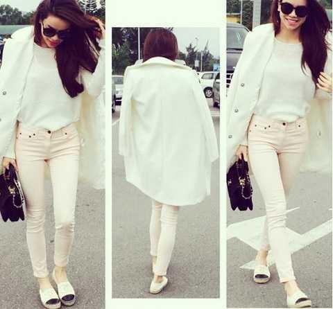 Thời trang dạo phố, đi làm của Hà Hồ tuy đơn giản nhưng vẫn bật lên được sự chỉn chu, thanh lịch. Tất cả là nhờ chiếc áo khoác trắng dài nhã nhặn.