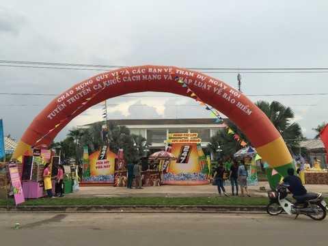 Khu vực sampling, trò chơi và bán hàng ưu đãi của Nước Tăng Lực Vị Cà Phê WAKE-UP 247, Nước Tăng Lực Trà Xanh F247, Mì Omachi Chua Cay và Mì Trộn Lovemi sẵn sàng chào đón Công Nhân