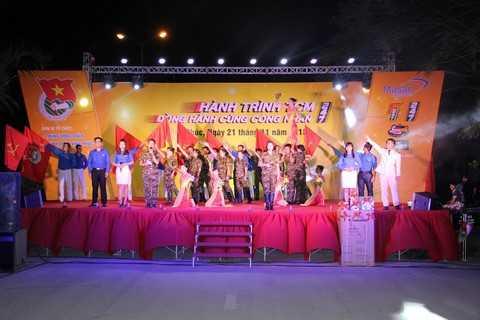Các phần trình diễn hấp dẫn từ Các nhóm tuyên truyền ca khúc Cách Mạng