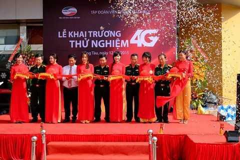 PTGĐ Viettel Telecom Ông Đặng văn Nhiên cắt băng công bố sự kiện thử nghiệm dịch vụ 4G chính thức bắt đầu tại Bà Rịa Vũng Tàu.