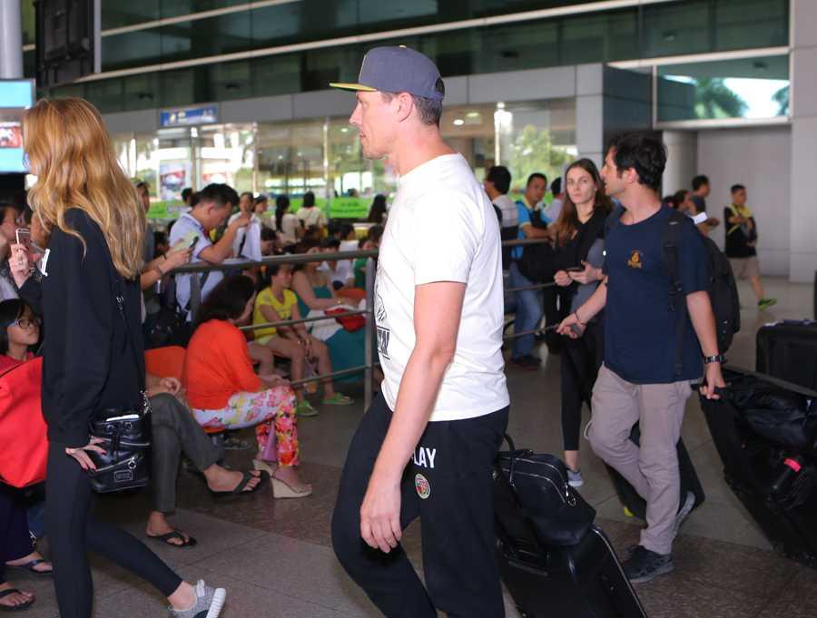 Chiều 13/12, DJ Tiesto đáp chuyến bay từ Jakarta (Indonesia) tới sân bay Tân Sơn Nhất (TP HCM) để tham dự đêm chung kết một cuộc thi DJ chuyên nghiệp. Đây là sự kiện nằm trong chuỗi chương trình âm nhạc Made for music.