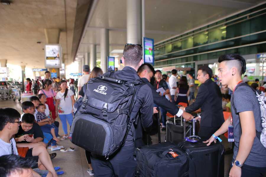 Chuyến đi lần này của DJ Tiesto tới Việt Nam được bảo mật thông tin khá kỹ nên nhiều khán giả không nắm được lịch trình anh tới để ra đón tiếp.