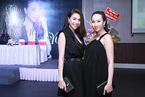 Nữ ca sĩ Lều Phương Anh dù đang mang bầu ở tháng cuối nhưng vẫn dành thời gian đến chúc mừng Trà Ngọc Hằng.