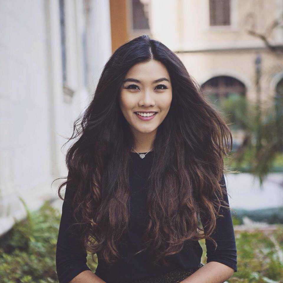 Với chiều cao nổi trội 1m78 cùng gương mặt xinh xắn, Vũ Nam Phương đã xuất sắc giành ngôi vị cao nhất cuộc thi Miss Du học sinh Việt 2015